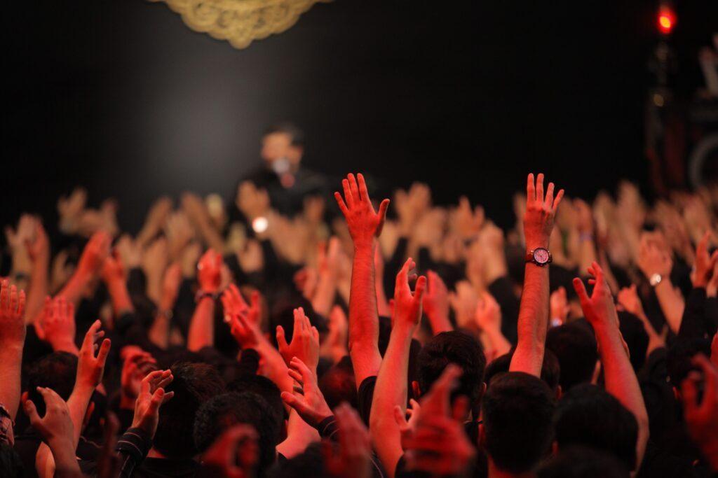 دانلود ویدئوی مداحی شب چهارم محرم 98,مراسم هیئت لواء حیدر کرار کرج,روضه طفلان حضرت زینب,ای نور جاودان علی,کربلایی سید امیر حسینی